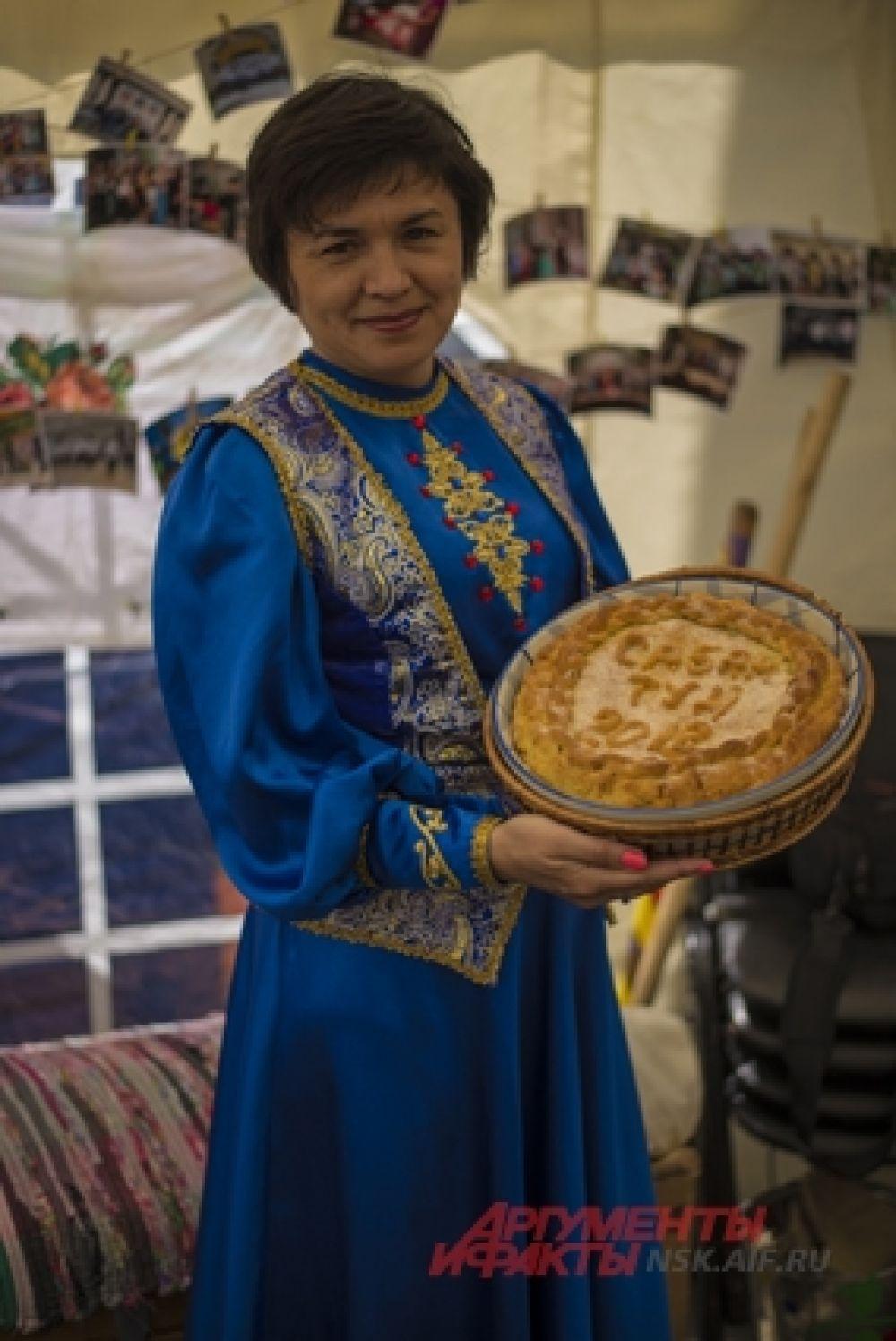 Гости могли попробовать традиционные татарские блюда, также они делились рецептами семейного меню.