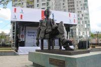 По словам президента группы компаний «КОРТРОС» Вениамина Голубицкого, было очень важно, чтобы в Перми прозвучало имя знаменитого земляка. При этом главной задачей было подарить городу не просто скульптурный портрет, а произведение искусства.