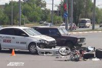В Оренбурге водитель такси сбил мотоциклиста на ул. Терешковой.