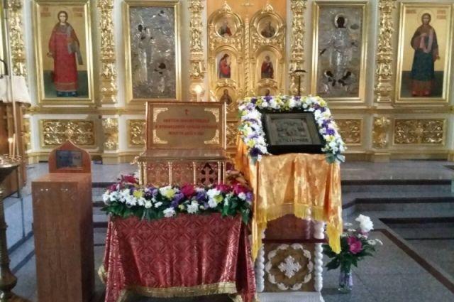Ковчег с мощами прибыл в Оренбургскую епархию в рамках общецерковных мероприятий к 100-летию начала эпохи гонений на Русскую Православную Церковь.