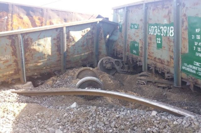 Авария под Днепром на железной дороге: поезда опаздывают более чем на час