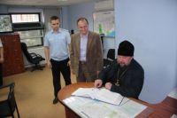 В Губкинском общественники побывали в изоляторе временного содержания