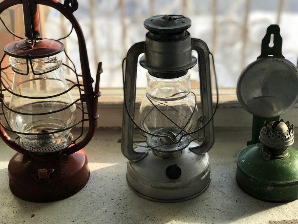 После внедрения электрического освещения отпала необходимость использования керосиновых ламп.