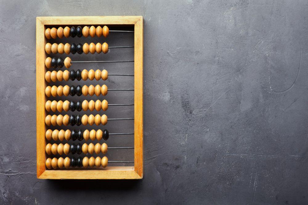 Счёты массово использовались в торговле и бухгалтерском деле, пока их не заменили калькуляторы.