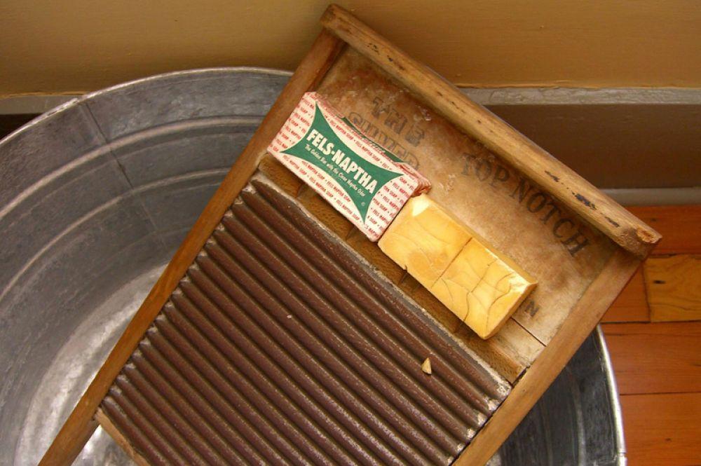 Стиральная машинка заменила ручную доску для стирки.