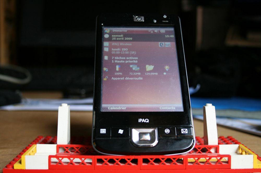 Карманный персональный компьютер (КПК) был популярен и использовался в качестве электронного органайзера. С него невозможно было совершать звонки, поэтому сейчас классические КПК практически полностью вытеснены смартфонами.