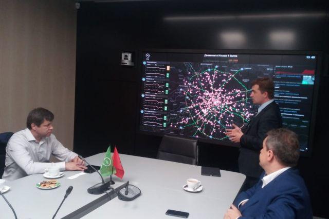 Как управлять дорогами по-современному, показали на экране.