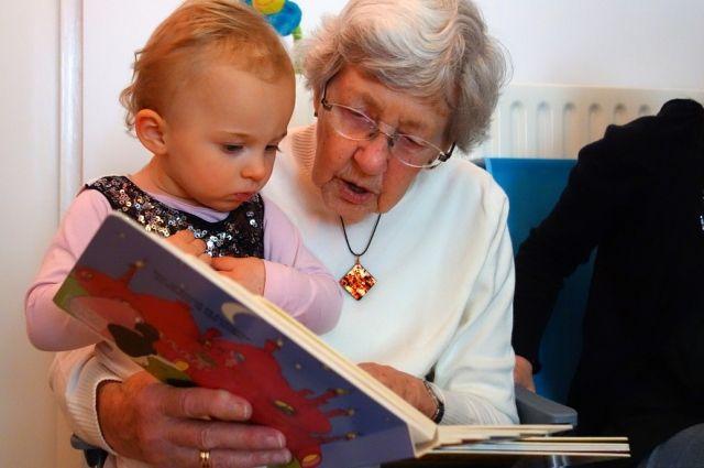 В каком возрасте доведётся понянчить внуков на пенсии?