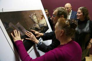 Выставка «Видеть невидимое» для незрячих вызвала большой ажиотаж и среди зрячей публики.