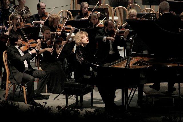 Иван вдохновенно солировал в Концерте № 20 для фортепиано с оркестром Моцарта.