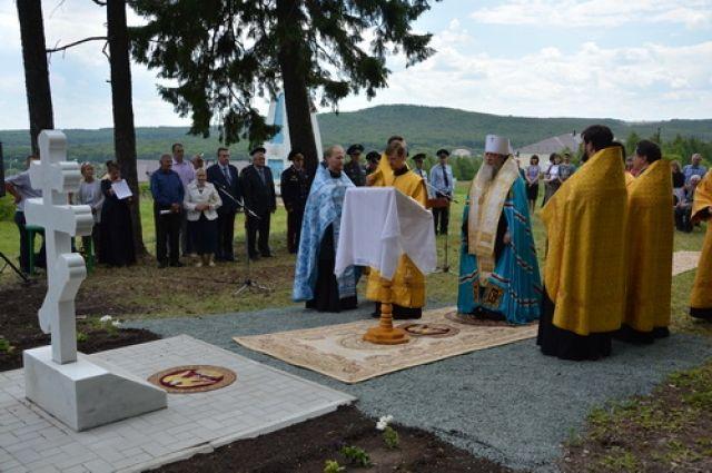 В Тюльганском районе освящен памятный крест на могиле генерала Тимашева.