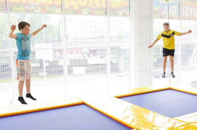 В программу турнира вошли индивидуальные и синхронные прыжки на батуте, а также прыжки на двойном минитрампе.