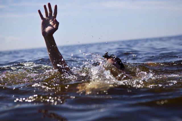 В Запорожской области ребенок спасся в море, держась за труп отца