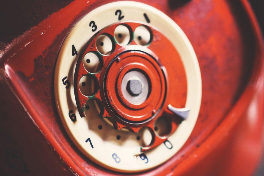 А также телефоны с дисковым набором номера.