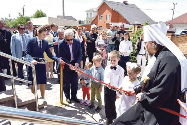 Воспитанники и почётные гости на торжественном открытии.