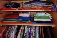 Если одежда перестала помещаться в шкаф, самое время избавиться от ненужных вещей.