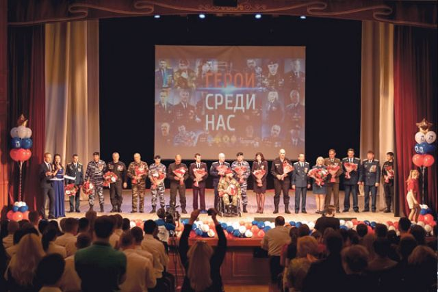 На сцене белгородцы – участники уникального фотопроекта.