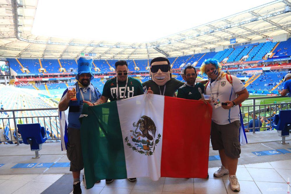 А вот и мексиканцы: их сборная сыграет на этом же поле 23 июня.
