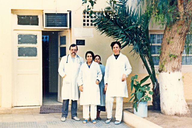 Евгений Фролов вместе с коллегами в алжирском госпитале в городе Магния.