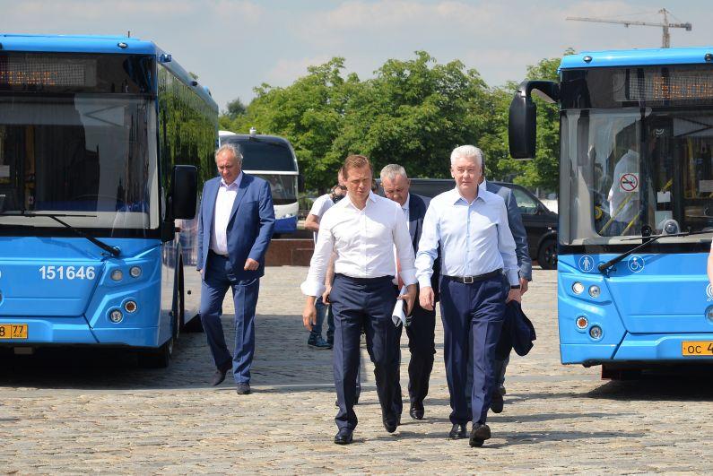 В 2010 году начались работы по обновлению общественного транспорта. Было закуплено более 6 тысяч новых автобусов, а также троллейбусы и трамваи, 85% из которых – низкопольные модели, подходящие для любых групп граждан.