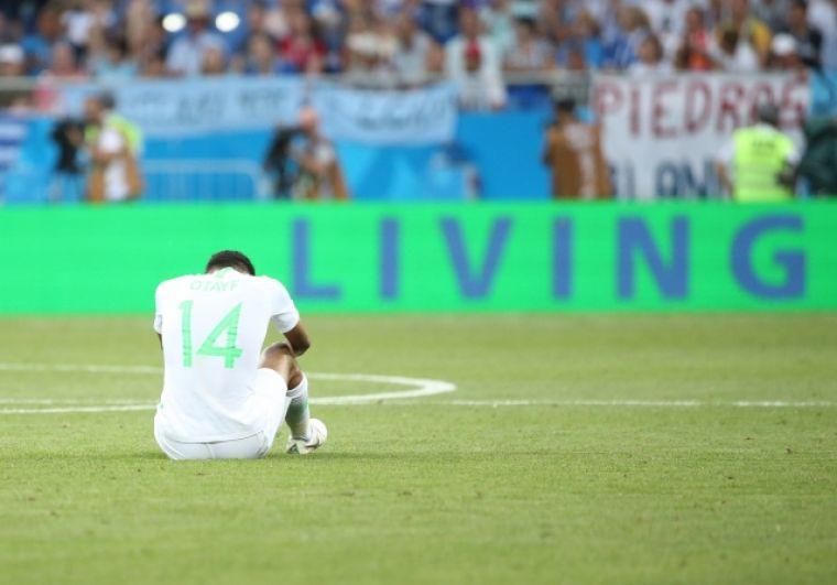 Хавбек Саудовской Аравии Абдулла Отаиф после итогового свистка.
