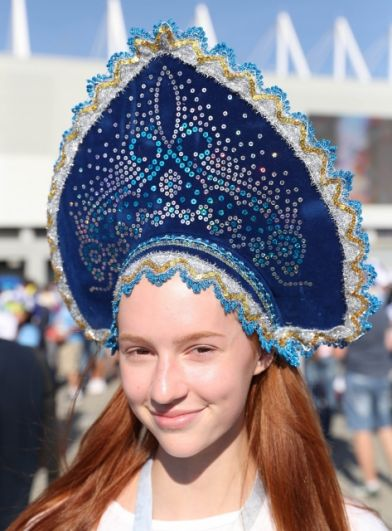 Российская болельщица в кокошнике.