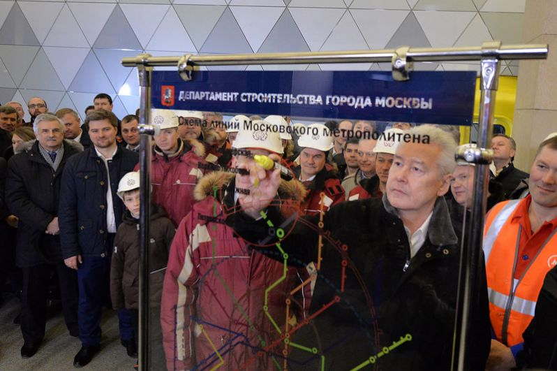 Сразу после назначения Сергей Собянин охарактеризовал кризис транспортной системы как «самый видимый дисбаланс в развитии Москвы». Для решения этой проблемы в 2010 году он утвердил программу строительства 76 новых станций Московского метрополитена, рассчитанную на 10 лет. С 2011 по 2017 год было открыто уже 25 станций.