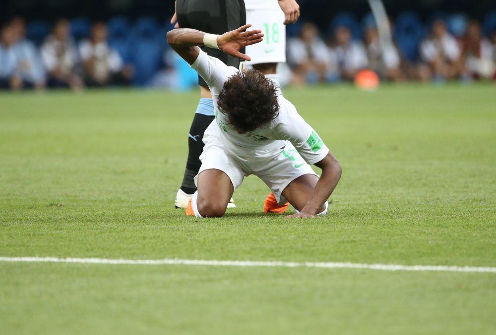 Игроки сборной Саудовской Аравии не скрывают разочарования. На фото - защитник Яссер Аль-Шахрани.