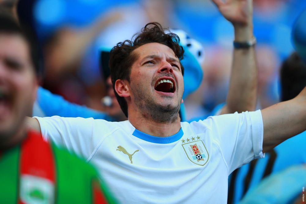 Фанаты Уругвая празднуют победу.