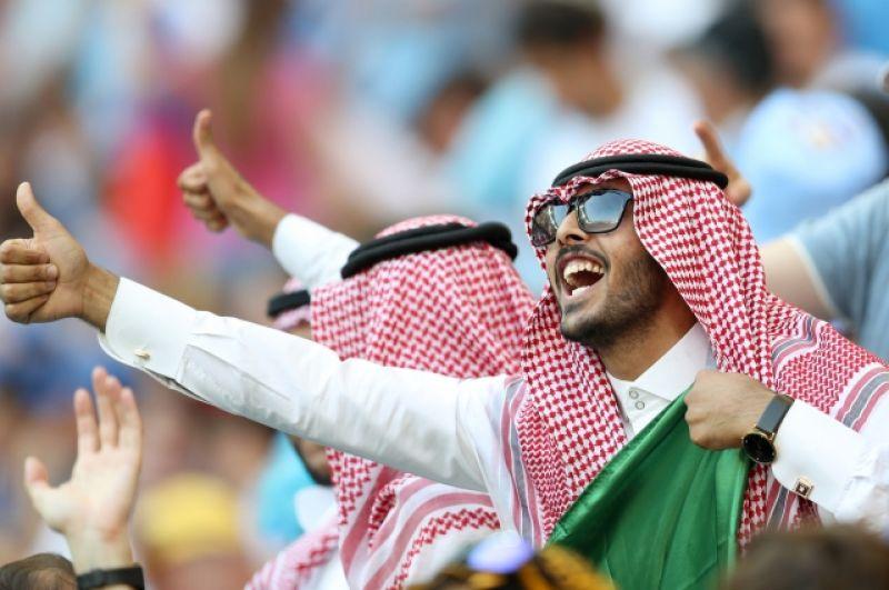 Немногочисленные болельщики сборной Саудовской Аравии тем не менее обращали на себя внимание.