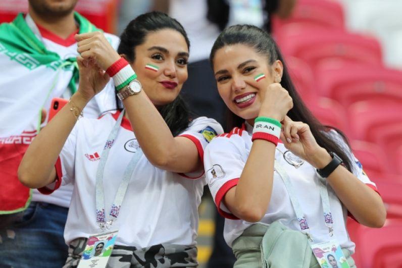 Яркие болельщицы сборной Ирана.