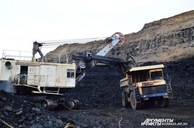 Угольщикам нужны те земли, на которых они ещё не копали, потому что там лежит легкодоступный уголь.
