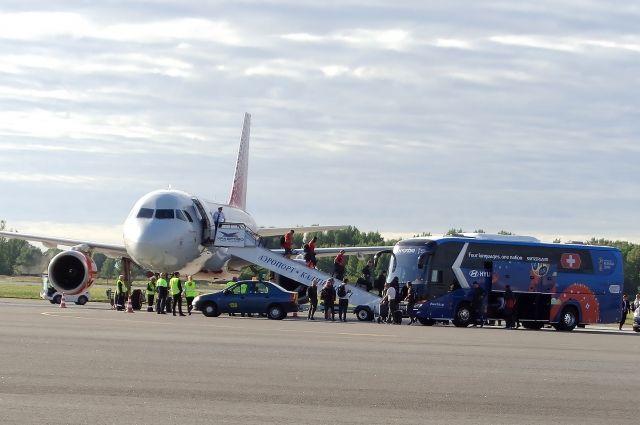 Футбольная сборная Швейцарии прилетела в Калининград на матч ЧМ.