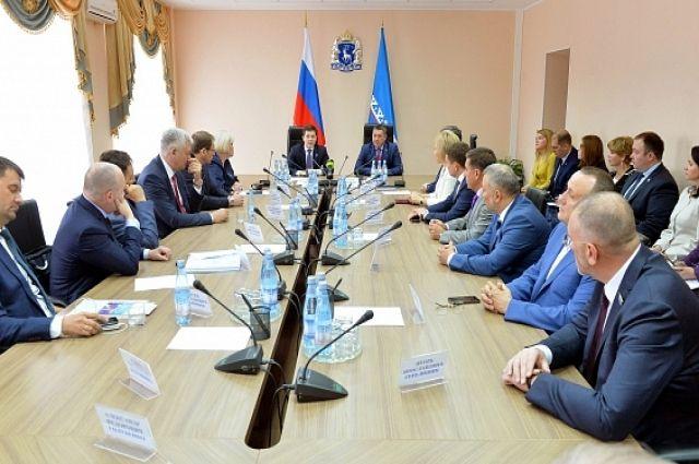 Дмитрий Артюхов провел рабочее совещание с депутатами Законодательного собрания ЯНАО