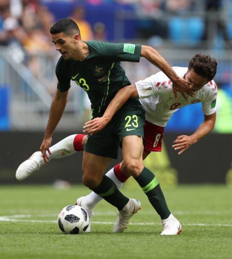 После первого мяча борьба продолжилась, австралийцы старались завладеть мячом и создавать моменты у ворот противника.