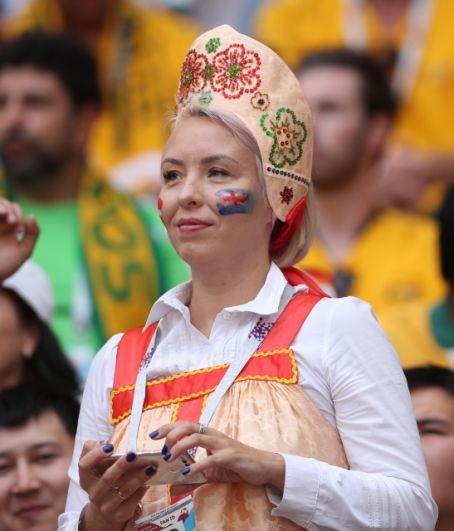 Присутствие на всех матчах болельщиков в нарядах или с символикой страны-хозяйки турнира уже стало традицией.