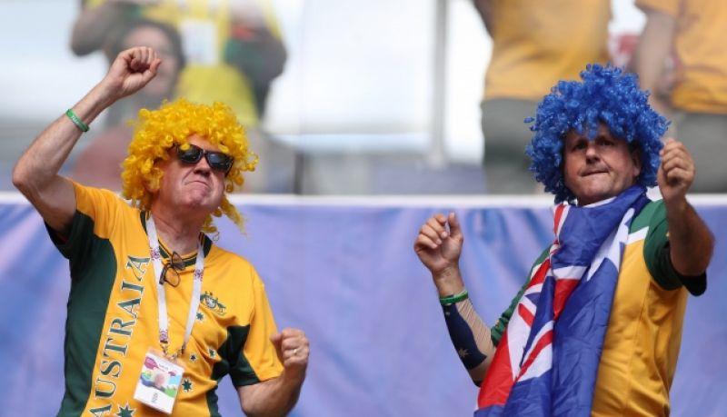 У фанатов сборной Австралии особенно популярны яркие парики.