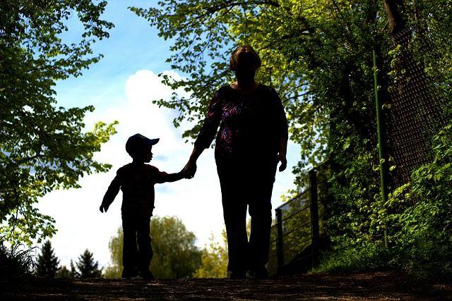 КС разрешил ВИЧ-инфицированным усыновлять детей