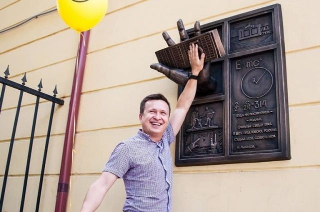 Виктор Шабельник на открытии памятника.