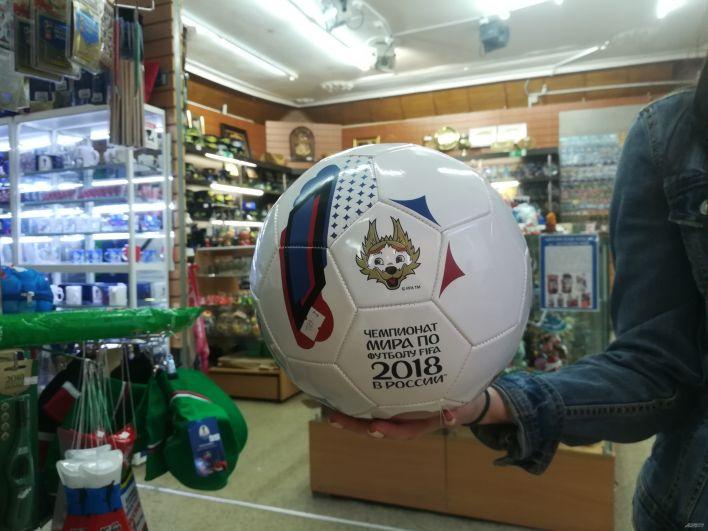 Футбольный мяч с волком Забивакой.