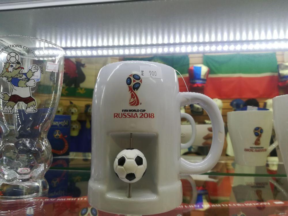 Чашки с символикой ЧМ в три раза дороже обычных. Их стоимоть - от 700 рублей.