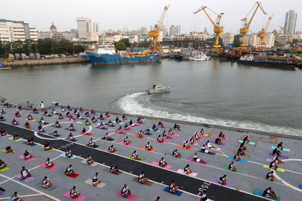 Международный день йоги в Мумбаи, Индия.