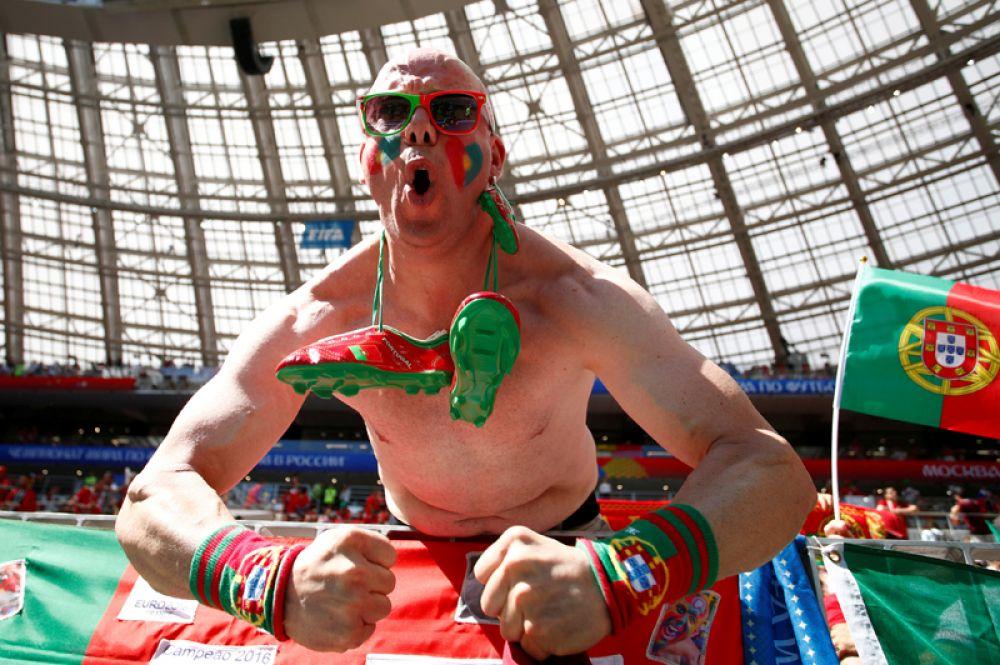 Португальский болельщик на стадионе «Лужники» перед матчем с Марокко, Москва.