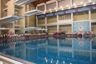 Лучшие прыгуны в воду борются за чемпионский титул.