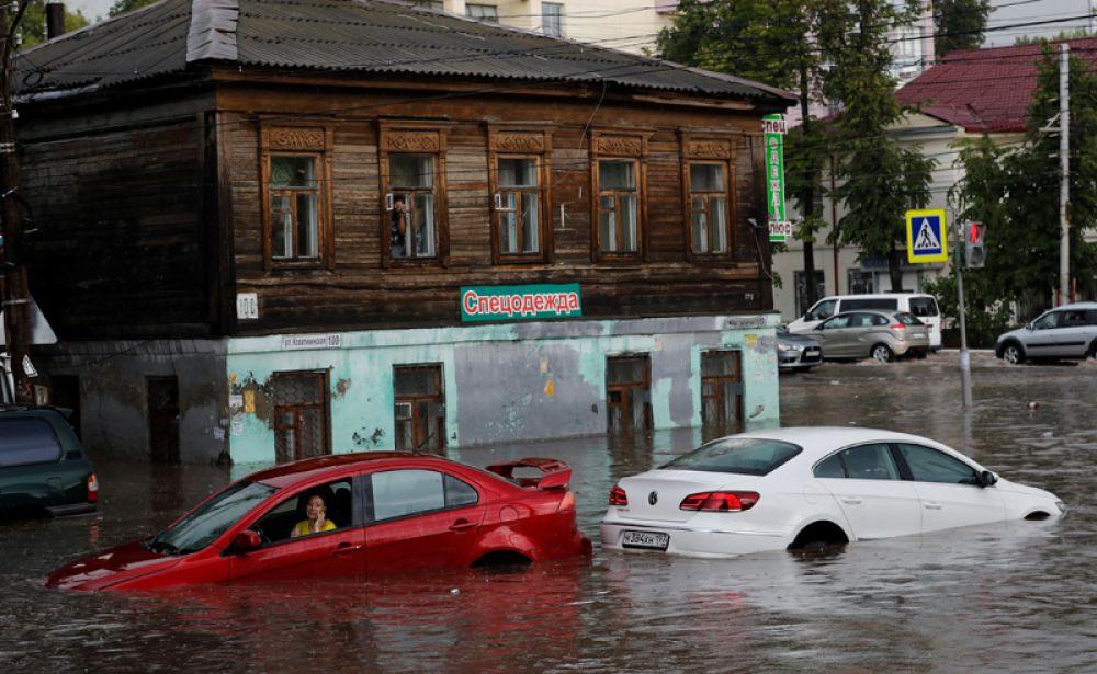Последствия сильного ливня в Нижнем Новгороде, Россия.