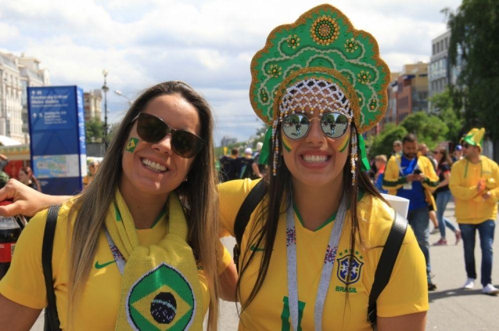 Бразильским девушкам приелся впору русский кокошник.