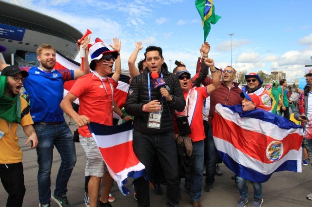 Иностранные журналисты вели прямую трансляцию со стадиона.