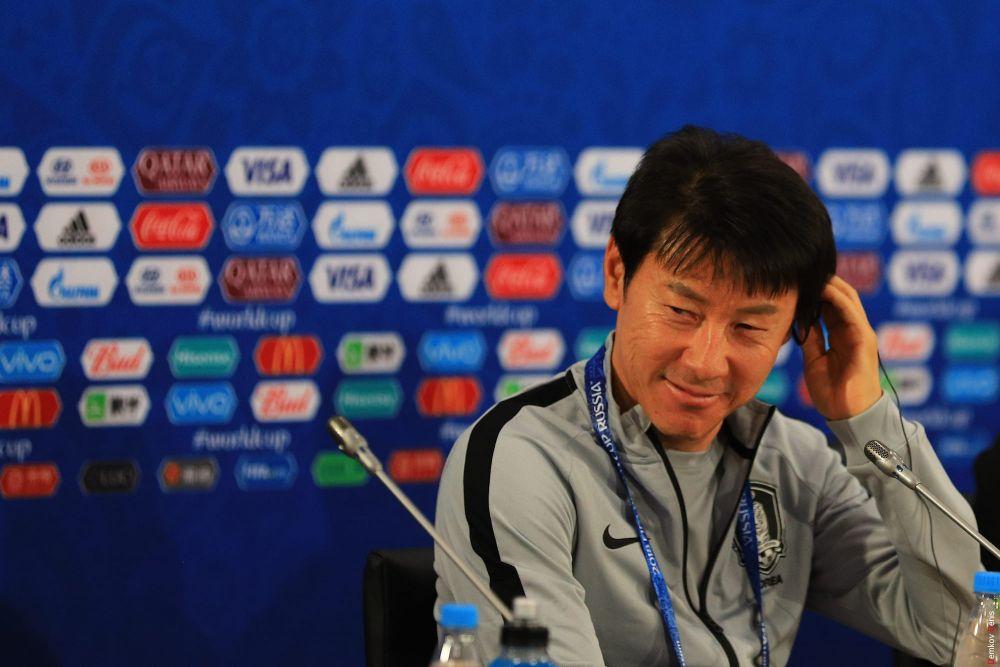 Главный тренер южнокорейцев Син Тхэ Ён: мы не ожидали такой жаркой погоды в Ростове-на-Дону.