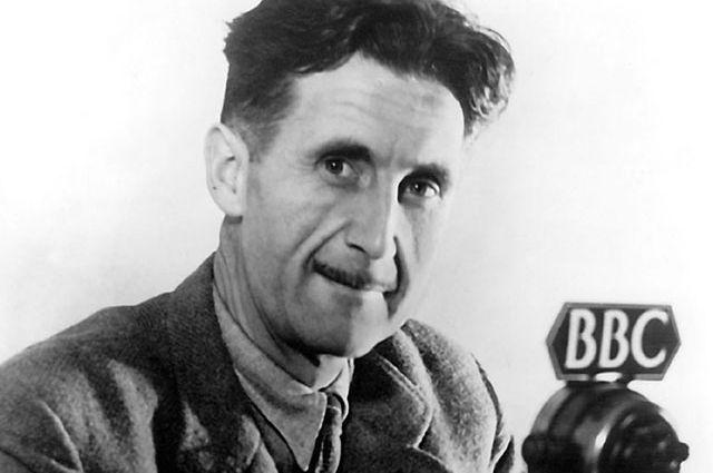 Оруэлл во время работы на BBC, 1941 г.