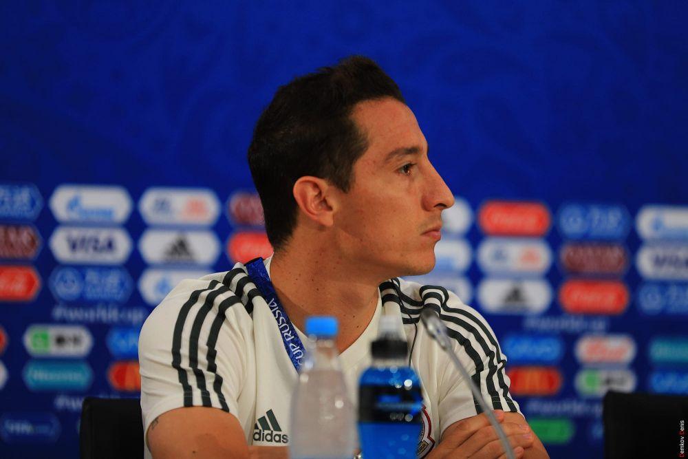 Капитан мексиканцев - полузащитник Андрес Гуардадо.